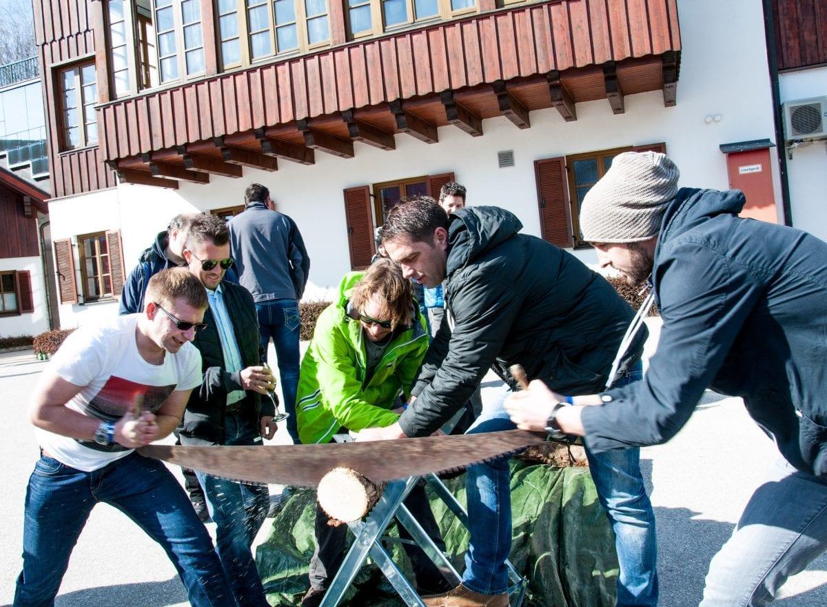 ms-CNS 5 Jahresfeier Mitarbeiterevent - Baumstammsägen