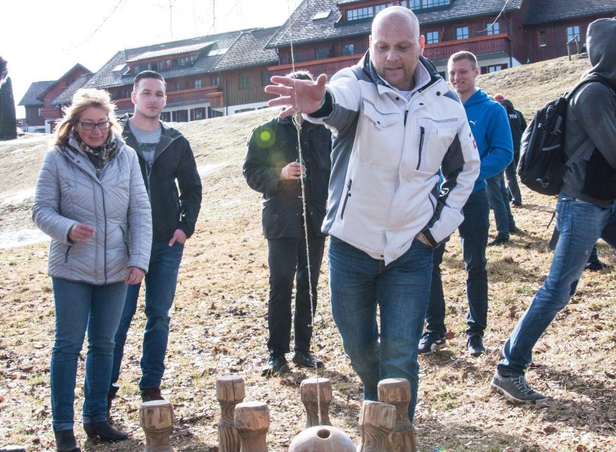 ms-CNS 5 Jahresfeier Mitarbeiterevent - Holzpendelkegel